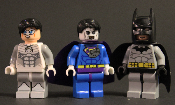 s_WORLD_heroes_bootleg_comparison_lego